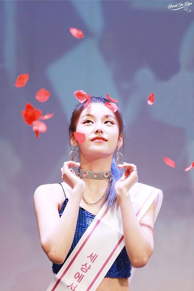 Tags: Itzy, Hwang Yeji, Looking Up, Ponytail, Petals, Blue Shirt, Sleeveless, Tank Top, Necklace, Bare Shoulders, Midriff, Crop Top