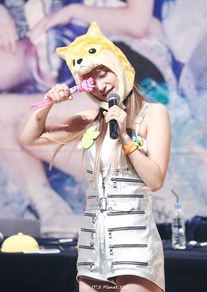 Tags: Itzy, Hwang Yeji, Gray Outfit, Eyes Closed, Animal Hat, Crop Top, Midriff, Hat, Holding Object, Bracelet, One Eye Showing, Ring
