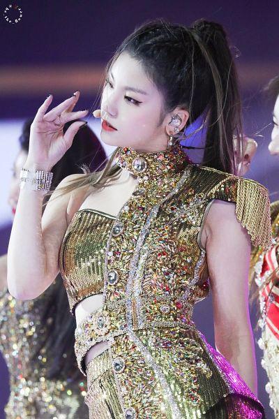 Tags: Itzy, Hwang Yeji, Yellow Dress