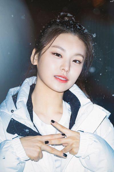 Tags: K-Pop, Itzy, Hwang Yeji, Hair Up, Nail Polish, Ponytail, Black Background, Snow, White Outerwear, Make Up, White Jacket, Dark Background