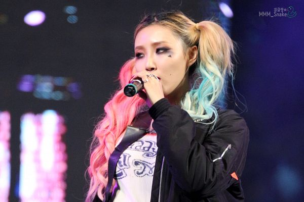 Tags: K-Pop, Mamamoo, Hwasa, Looking Away, Twin Tails, Black Jacket, Multi-colored Hair, Covering Mouth, Wallpaper