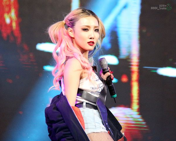 Tags: K-Pop, Mamamoo, Hwasa, Twin Tails, Fishnets, Jeans, Denim Shorts, Black Jacket, Cosplay, Multi-colored Hair, Halloween, Red Lips