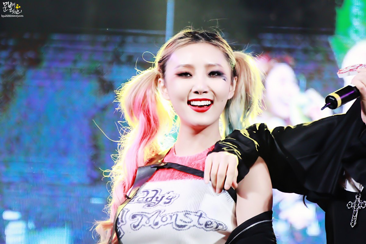 Tags: K-Pop, Mamamoo, Hwasa, Costume, Multi-colored Hair, Red Lips