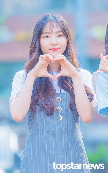 Tags: Hunus Entertainment, K-Pop, Elris, Hyeseong, Short Sleeves, Striped, Looking Ahead, Striped Shirt, Blue Dress, Heart Gesture, Blue Outfit, Android/iPhone Wallpaper