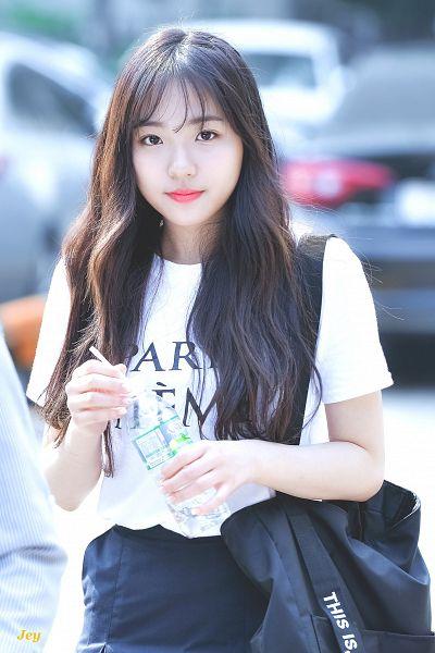 Tags: Hunus Entertainment, K-Pop, Elris, Hyeseong, Holding Object, Bottle, Blunt Bangs, Short Sleeves, Skirt, Black Skirt, Bag, Android/iPhone Wallpaper