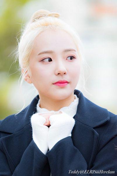 Tags: Hunus Entertainment, K-Pop, Elris, Hyeseong, Looking Away, Hair Buns, Coat, Hair Up, Black Outerwear, Close Up, Sweater, Blonde Hair