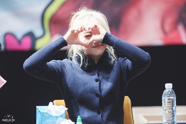 Tags: Hunus Entertainment, K-Pop, Elris, Hyeseong, Covering Eyes, Blue Shirt, Looking Ahead, Hair Up, Collar (Clothes), Ponytail, Bottle, Heart Gesture