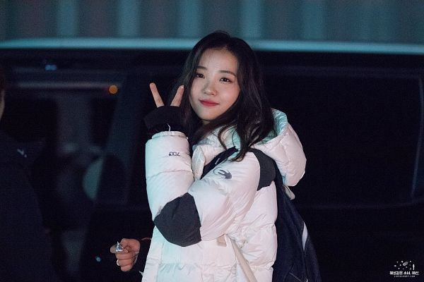 Tags: Hunus Entertainment, K-Pop, Elris, Hyeseong, White Outfit, V Gesture, White Jacket
