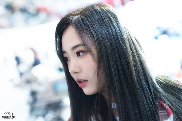 Tags: Hunus Entertainment, K-Pop, Elris, Hyeseong, Close Up, Side View, Looking Ahead