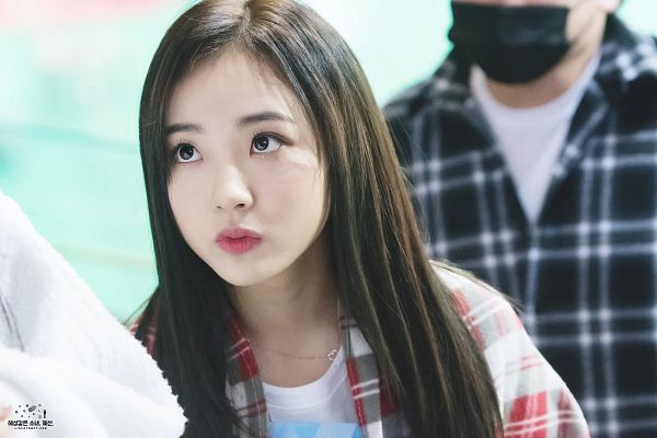 Tags: Hunus Entertainment, K-Pop, Elris, Hyeseong, Close Up, Pouting, Checkered, Looking Up