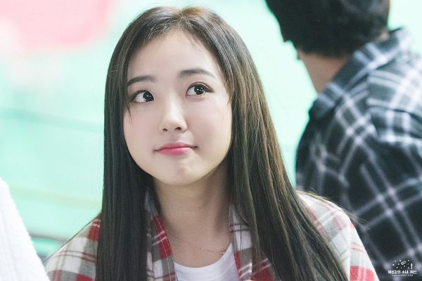 Tags: Hunus Entertainment, K-Pop, Elris, Hyeseong, Close Up, Pouting, Looking Away, Checkered, Looking Up