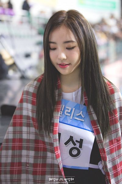 Tags: Hunus Entertainment, K-Pop, Elris, Hyeseong, Looking Down, Checkered, Close Up, Text: Artist Name, Korean Text