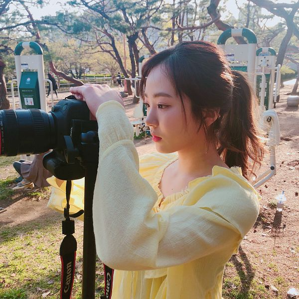 Tags: Hunus Entertainment, K-Pop, Elris, Hyeseong, Camera, Hair Up, Blunt Bangs, Looking Ahead, Ponytail, Yellow Shirt, Side View, Instagram