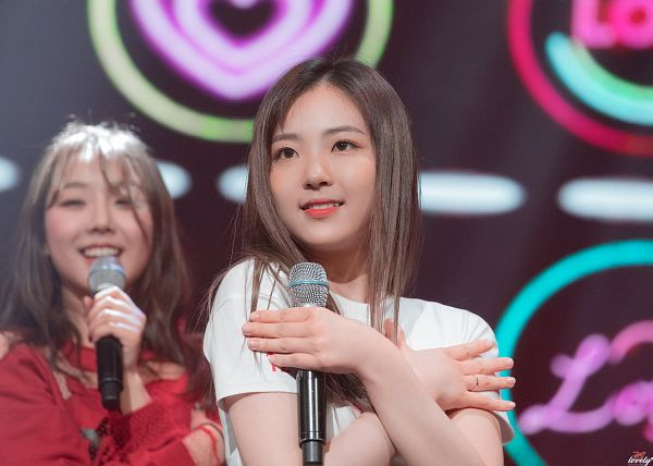 Tags: Hunus Entertainment, K-Pop, Elris, Karin, Hyeseong, Holding Object, Short Sleeves, Close Up, Looking Ahead, Multi-colored Background, Ring, Two Girls
