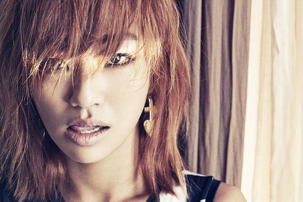 Tags: K-Pop, Sistar, Hyorin, Medium Hair, Sleeveless, Sleeveless Shirt, Light Background, Red Hair, Bare Shoulders, White Background, Tongue, Wallpaper