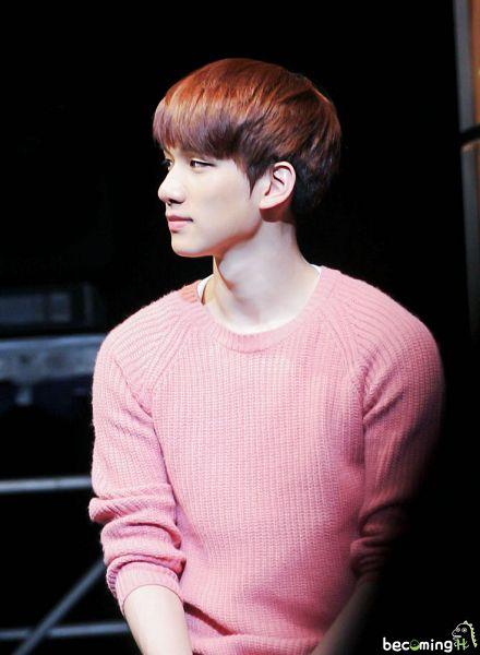 Tags: K-Pop, VIXX, Hyuk, Pink Shirt, Looking Away, Black Background, Sweater, Dark Background, BecomingH