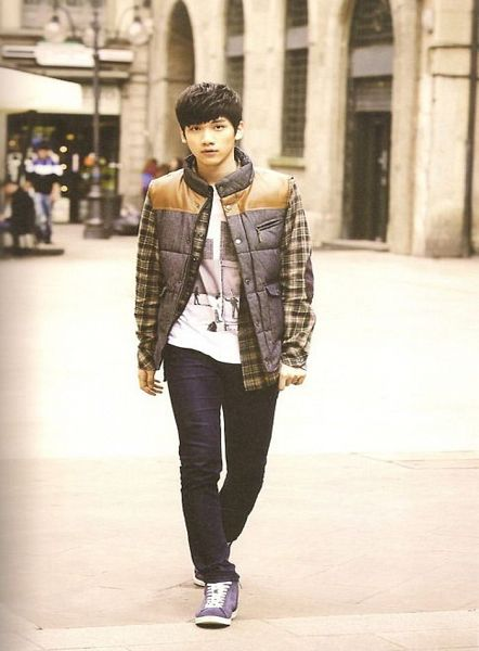 Tags: K-Pop, VIXX, Hyuk, Outdoors, Blue Footwear, Brown Outerwear, Gray Jacket, Checkered, Shoes, Checkered Jacket, Sneakers, Jeans