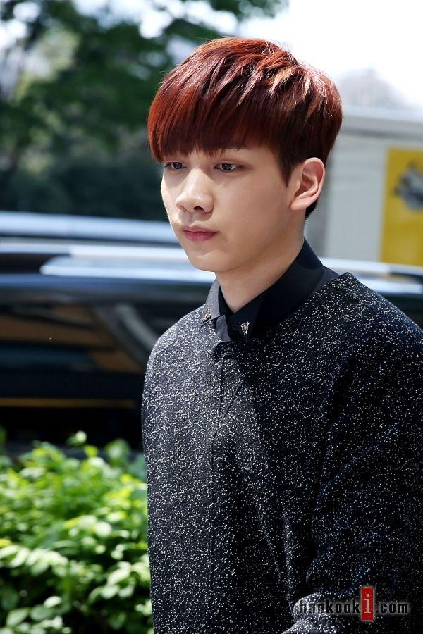 Tags: K-Pop, VIXX, Hyuk, Sweater, Red Hair, Looking Down, Outdoors, Hankooki.Com