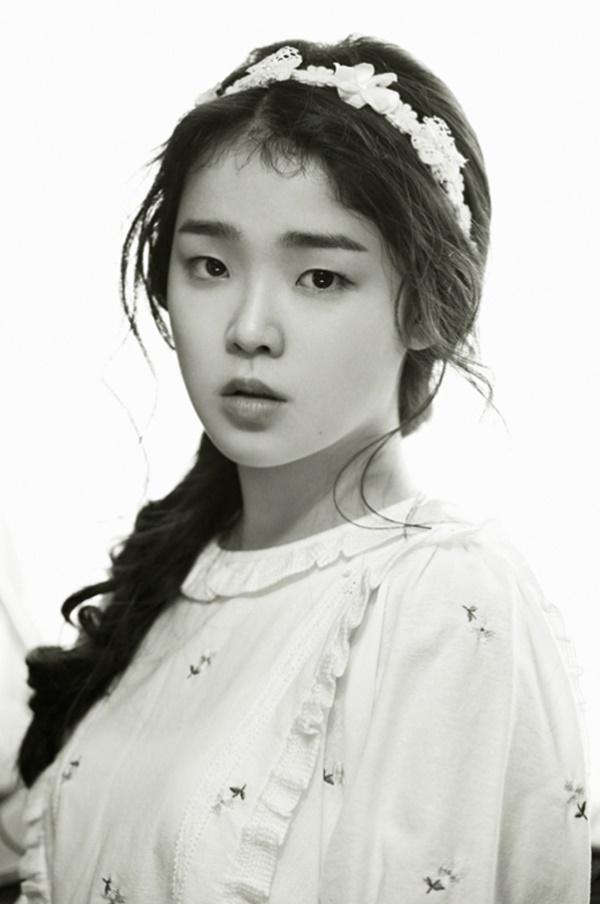Tags: K-Pop, Oh My Girl, Hyun Seunghee, Close Up, Monochrome