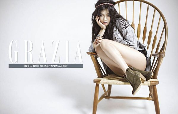 Tags: Cube Entertainment, K-Pop, 4Minute, Hyuna, Chair, Korean Text, Hairband, Boots, Gray Background, Sitting On Chair, Text: Magazine Name, High Heels