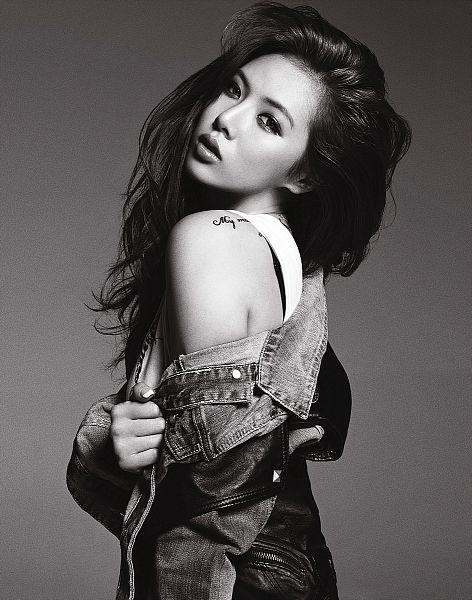 Tags: K-Pop, 4Minute, Bubble Pop, Hyuna, Denim Jacket, Bare Shoulders, Leather Pants, Tattoo, Monochrome, Black Eyes, Contact Lenses