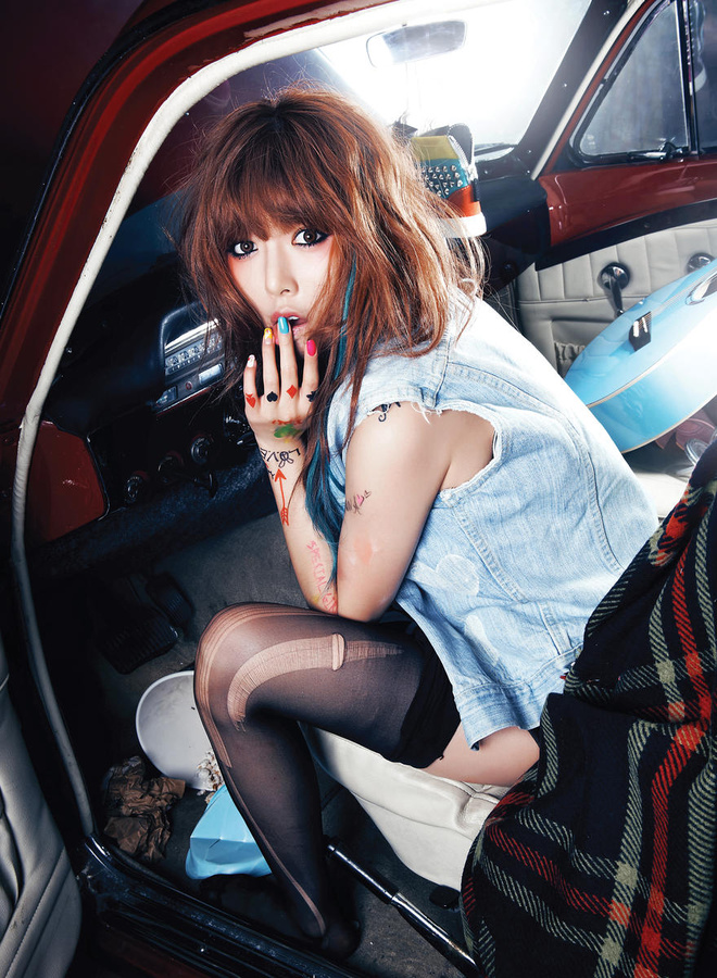 Tags: 4Minute, Hyuna, Denim Jacket, Car, Medium Hair, Covering Mouth, Thigh Highs, Black Legwear, In Car, Melting