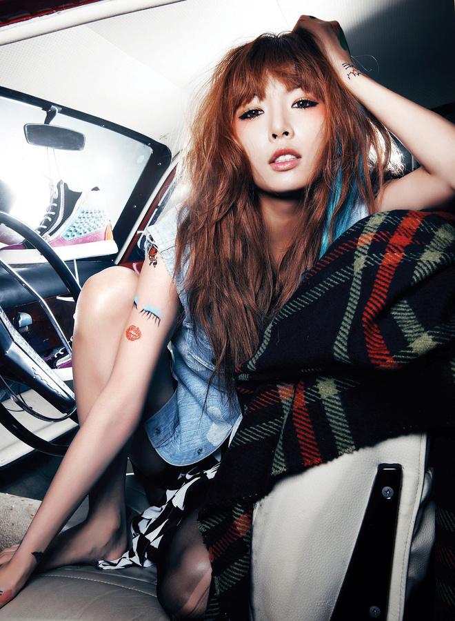 Tags: K-Pop, 4Minute, Hyuna, Blanket, Barefoot, Suggestive, Denim Shirt, Hand In Hair, In Car, Car, Melting
