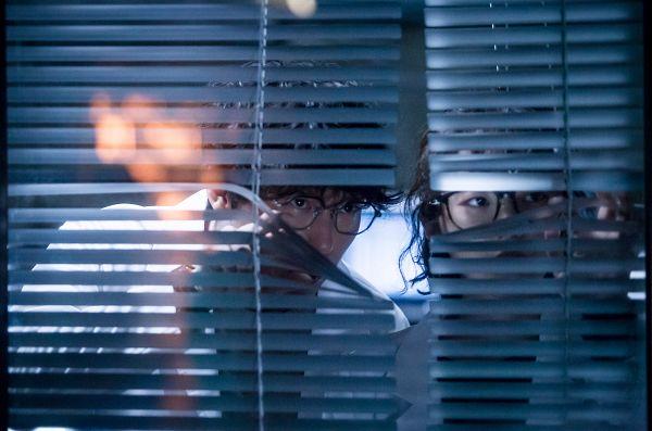 Tags: K-Drama, Um Ki-joon, Park Se-wan, Window Blinds, Glasses, Duo, I'm Not a Robot
