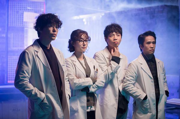 Tags: K-Drama, Um Ki-joon, Kim Min-kyu, Song Jae-ryong, Park Se-wan, Crossed Arms, Quartet, Hand In Pocket, Glasses, Serious, I'm Not a Robot