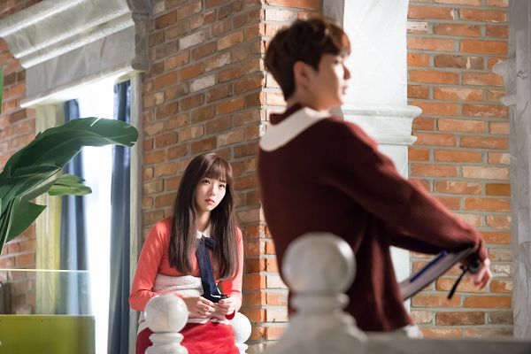 Tags: K-Drama, Chae Soo-bin, Yoo Seung-ho, Serious, Duo, Plant, Looking At Another, Looking Ahead, Pink Dress, Sweater, Pink Outfit, I'm Not a Robot