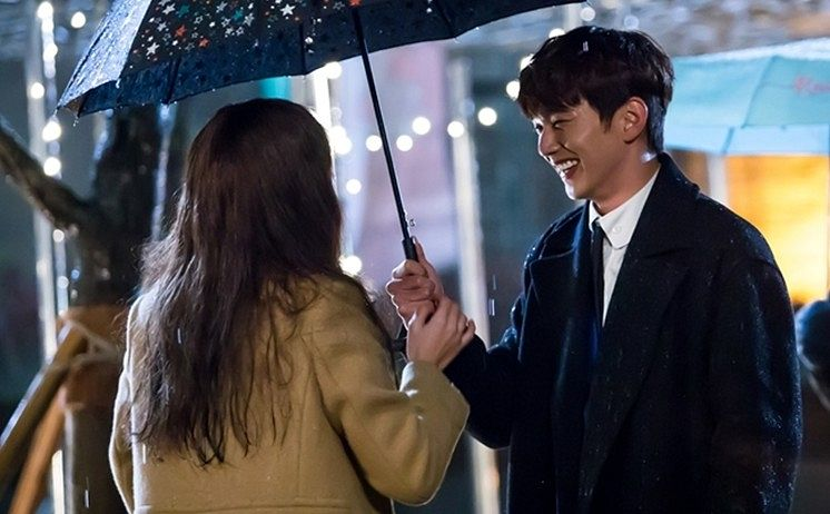 Tags: K-Drama, Chae Soo-bin, Yoo Seung-ho, Brown Outerwear, Duo, Black Outerwear, Laughing, Looking At Another, Night, Coat, Umbrella, I'm Not a Robot