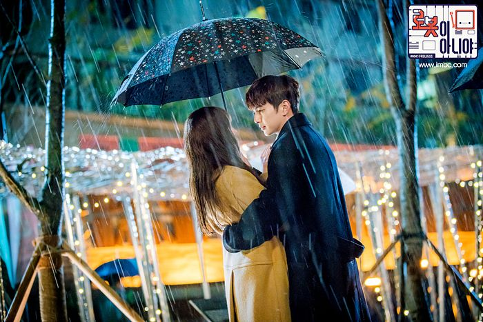 Tags: K-Drama, Chae Soo-bin, Yoo Seung-ho, Hug, Black Outerwear, Holding Close, Rain, Umbrella, Duo, Couple, Looking At Another, Brown Outerwear