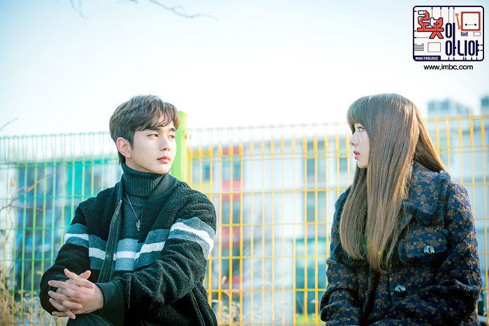 Tags: K-Drama, Chae Soo-bin, Yoo Seung-ho, Coat, Turtleneck, Duo, Necklace, Collar (Clothes), Text: Series Name, Interlocked Fingers, Black Shirt, Text: URL