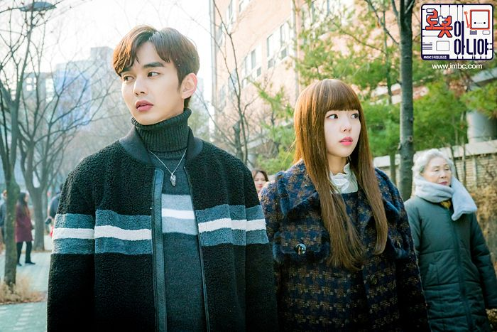 Tags: K-Drama, Chae Soo-bin, Yoo Seung-ho, Korean Text, Necklace, Turtleneck, Duo, Collar (Clothes), Text: Series Name, Serious, Tree, Text: URL