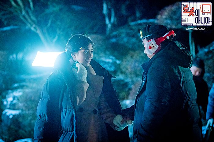 Tags: K-Drama, Chae Soo-bin, Yoo Seung-ho, Earmuffs, Gloves, Plant, Holding Hands, Hat, Night, Looking At Another, Text: Series Name, Korean Text