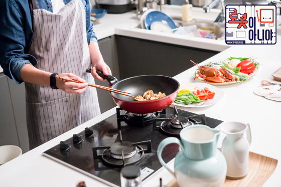 Tags: K-Drama, Cooking, Vegetables, Text: Series Name, Blue Shirt, Meat, Text: URL, Food, Fridge, Sink, Kitchen, Apron
