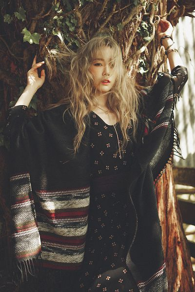 Tags: K-Pop, I (song), Kim Tae-yeon, Blonde Hair, Messy Hair, Black Dress, Arms Up, Black Outfit