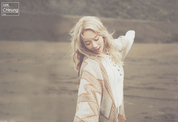 Tags: K-Pop, I (song), Kim Tae-yeon, Brown Outfit, Arms Out, Eyes Closed, Wallpaper