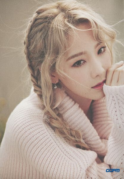 Tags: K-Pop, I (song), Kim Tae-yeon, Twin Tails, Brown Background, Blonde Hair, Android/iPhone Wallpaper