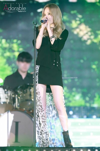 Tags: K-Pop, I (song), Kim Tae-yeon, Black Outfit, Jacket, Choker, Black Jacket, Black Footwear, Full Body, Leopard Print, Microphone, Looking Ahead