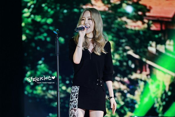 Tags: K-Pop, I (song), Kim Tae-yeon, Black Outfit, Choker, Black Jacket, Singing, Black Dress, Black Outerwear, Wallpaper