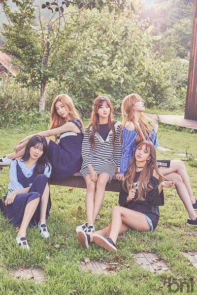 Tags: K-Pop, I.B.I, Kim Sohee (Nature), Lee Haein, Lee Soohyun, Yoon Chaekyung, Han Hyeri, Grass, Plant, Quintet, Sitting On Bench, Full Group