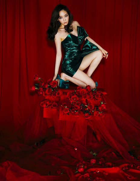 Tags: K-Pop, Girls' Generation, I Got Love, Kim Tae-yeon, Red Background, Dress, Simple Background, Green Dress, Full Body, Green Outfit, Kneeling, My Voice
