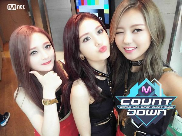 Tags: K-Pop, I.O.I, Jeon Somi, Zhou Jieqiong, Im Nayoung, Trio, Three Girls