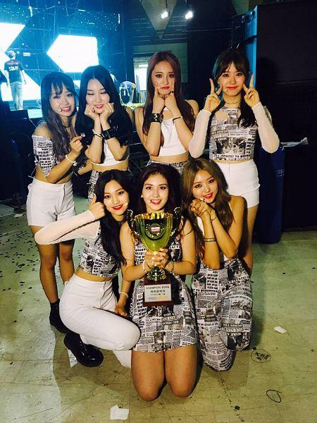 Tags: K-Pop, I.O.I, Zhou Jieqiong, Kim So-hye, Im Nayoung, Kim Chung-ha, Doyeon, Jeon Somi, Choi Yoo-jung, Trophy