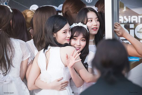 Tags: K-Pop, DIA, I.O.I, Jung Chaeyeon, Kim So-hye, Kim Chung-ha, Looking Away, Sleeveless Dress, Sleeveless, Arm Around Waist, White Outfit, White Headwear