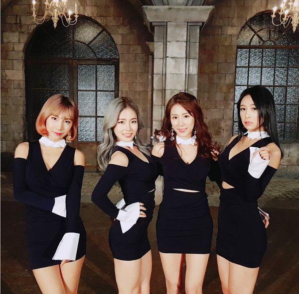 Tags: K-Pop, ICIA, Coca, Nayoon, Lee Bo-ra, Lee Ae, Hug, Black Outfit, Gray Hair, Quartet, Holding Close, Four Girls