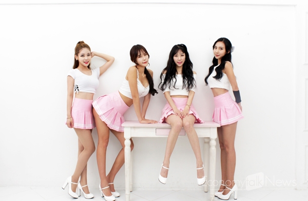 Tags: K-Pop, ICIA, Lee Ae, Swan (Angels), Nayoon, Lee Bo-ra, Skirt, Pink Skirt, Light Background, Table, Red Lips, White Background