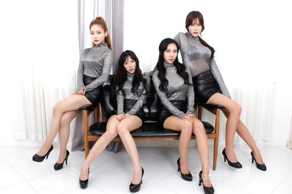 Tags: K-Pop, ICIA, Lee Ae, Swan, Nayoon, Lee Bo-ra, Curtain, Sitting On Couch, Four Girls, Full Group, Black Skirt, Couch
