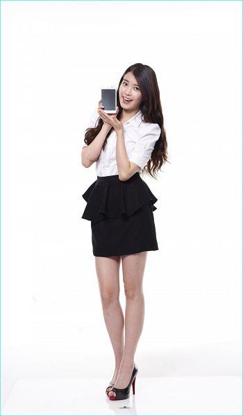 Tags: K-Pop, IU, Skirt, Phone, Black Skirt, Smartphone, Light Background, Black Footwear, White Background, High Heels, 11st
